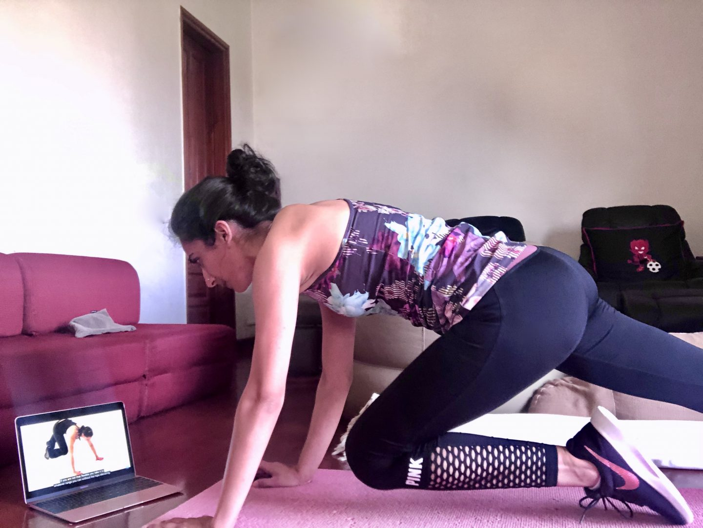9 Instagram & Youtube Accounts to Use for Your Home Workouts